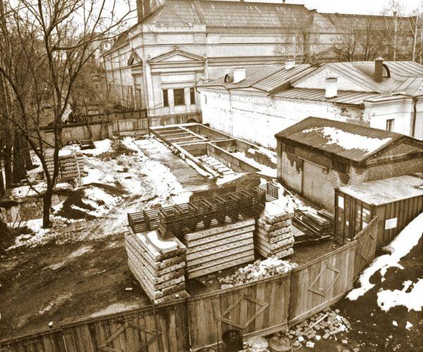 Центральный партер парадного двора усадьбы до проведения работ по благоустройству территории