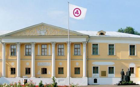 Знамя Мира перед Музеем Рериха