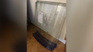 Разбитое стекло от витрины